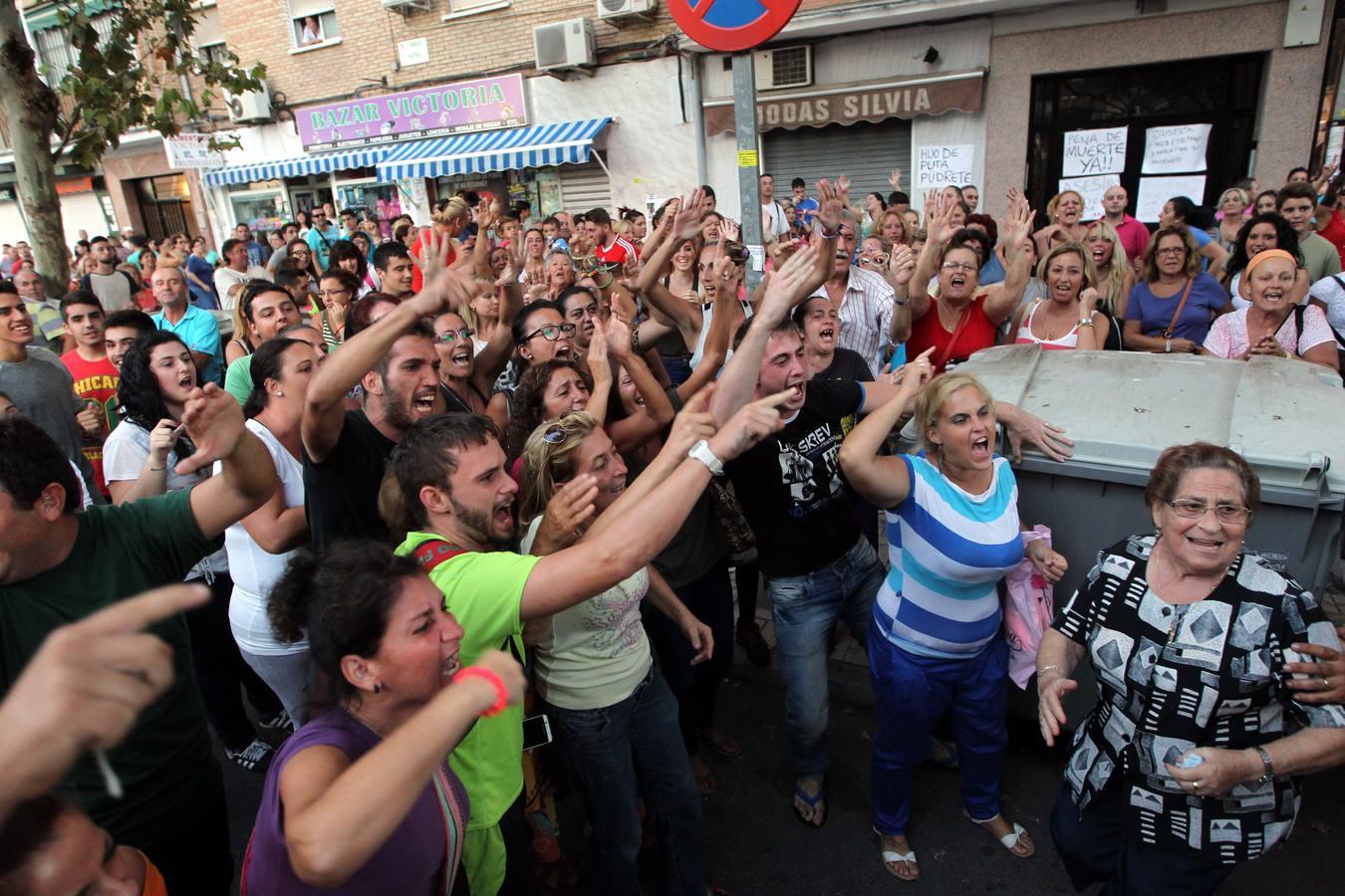 Vecinos de La Luz cortan la avenida de Europa para pedir justicia por el asesinato de una mujer y su hijo