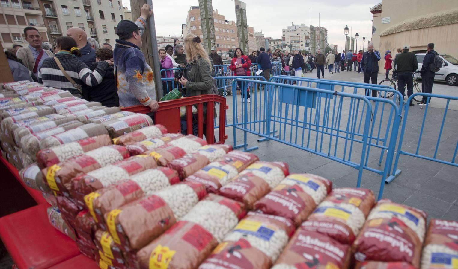 Los Ángeles Malagueños de la Noche reparten alimentos para unas 3.000 personas el día de Nochebuena