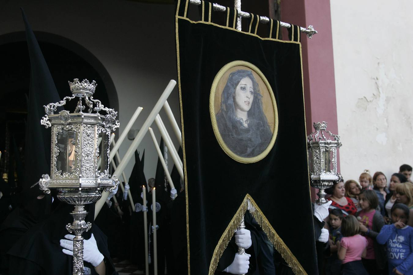 Dolores del Puente por las calles de Málaga
