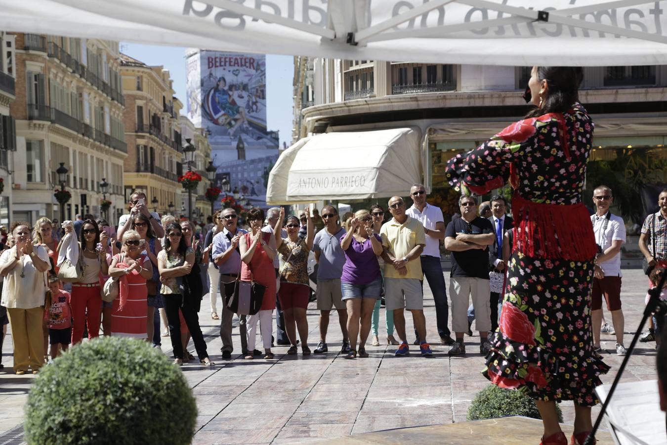 La primera escala del 'Disney Magic' abre Málaga al negocio de una naviera que se le resistía YhasminaG-turistas11